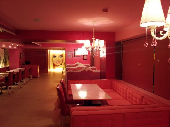 Barbie-Cafe-Taiwan-550x412