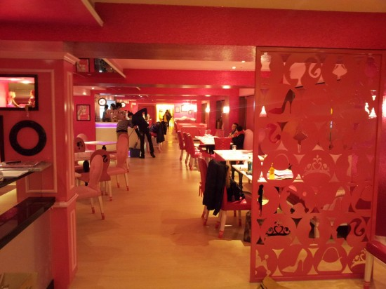 Barbie-Cafe-Taiwan4-550x412