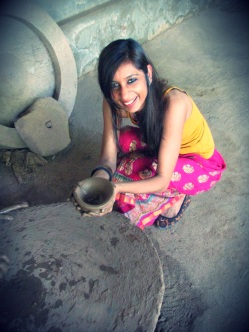Gayatri tries Pottery at Silvassa village, Jodhpur. www.stylecity.in