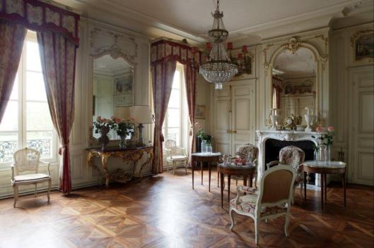 021_grand salon pink lounge, Chateau de Varennes