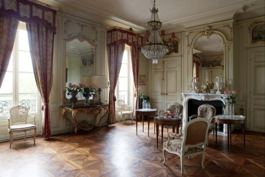 021_grand salon pink lounge, Chateau de Varennes