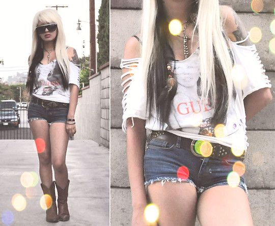 http://lookbook.nu/bulletbarbie