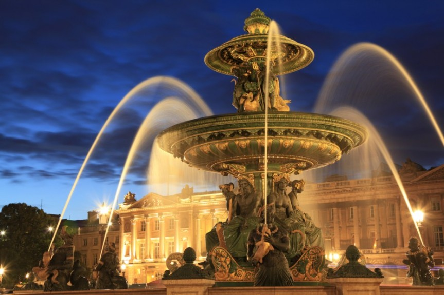 Fountain-in-Place-de-la-Concorde, Paris