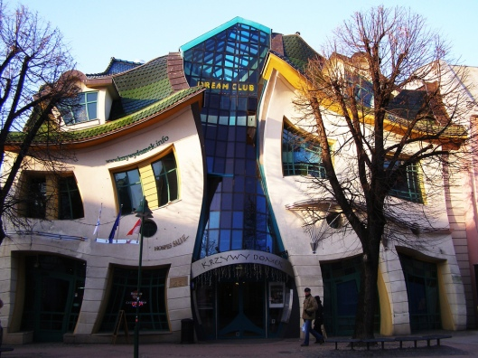 Crooked House, Poland, www.stylecity.in
