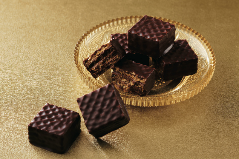 ROYCE' Chocolate 'Hazel Cream' Wafers, www.stylecity.in